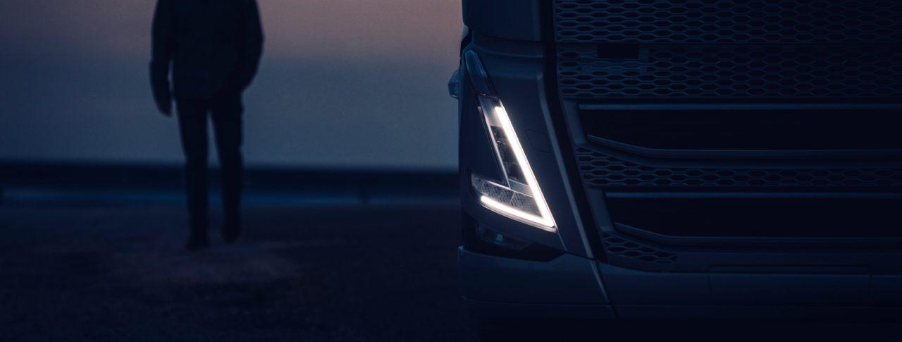 Phares en V d'un camion Volvo